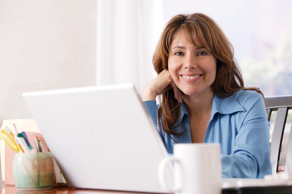 Frau arbeitet zu Hause